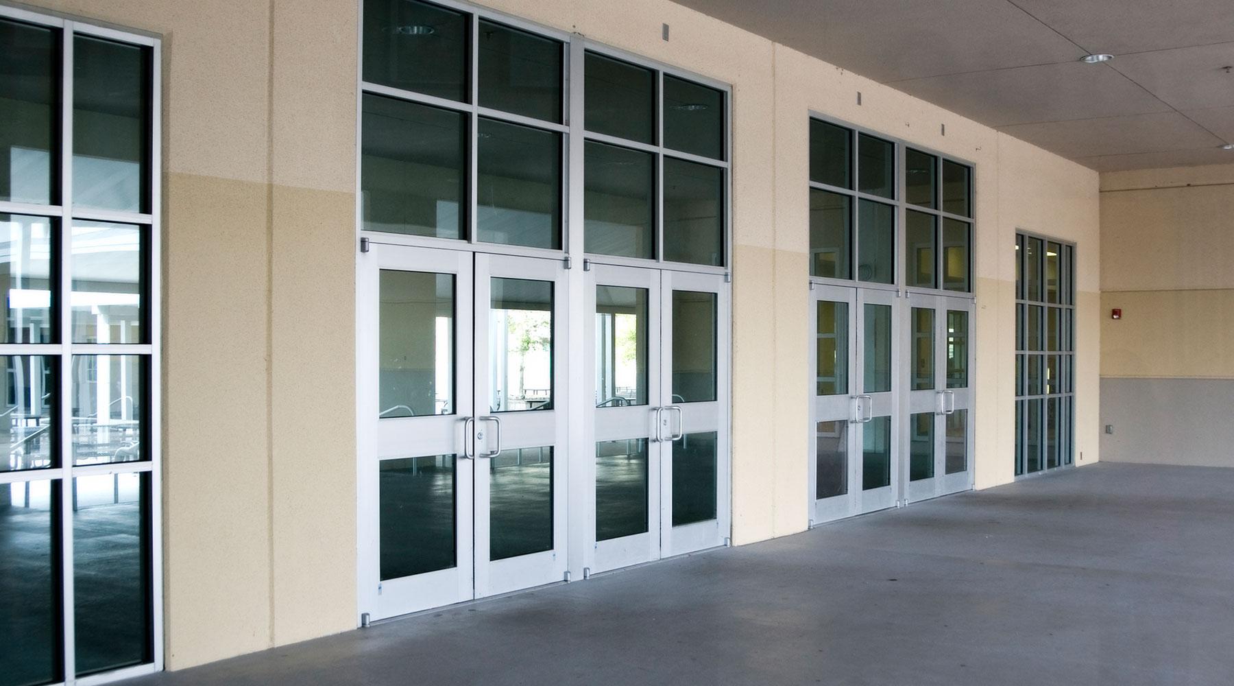 km-plast-rozwiązania-energooszczędne-drzwi-aluminiowe-funkcjonalność-trwałość-bezpieczeństwo-najwyższa-jakość